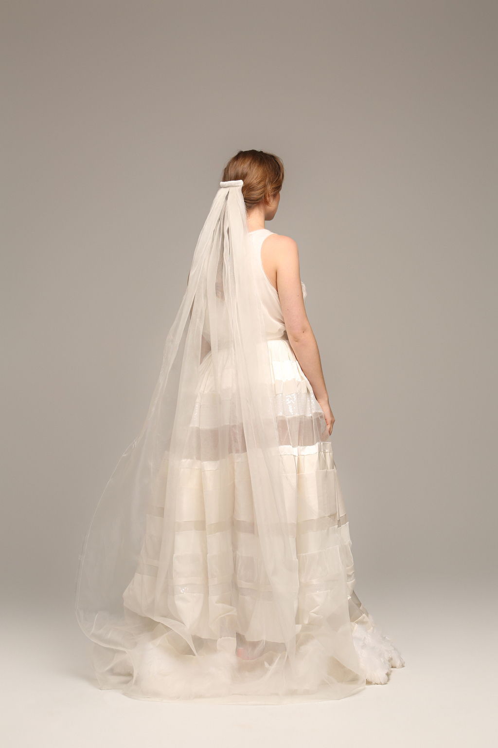 FRINGED FLOOR-LENGTH VEIL