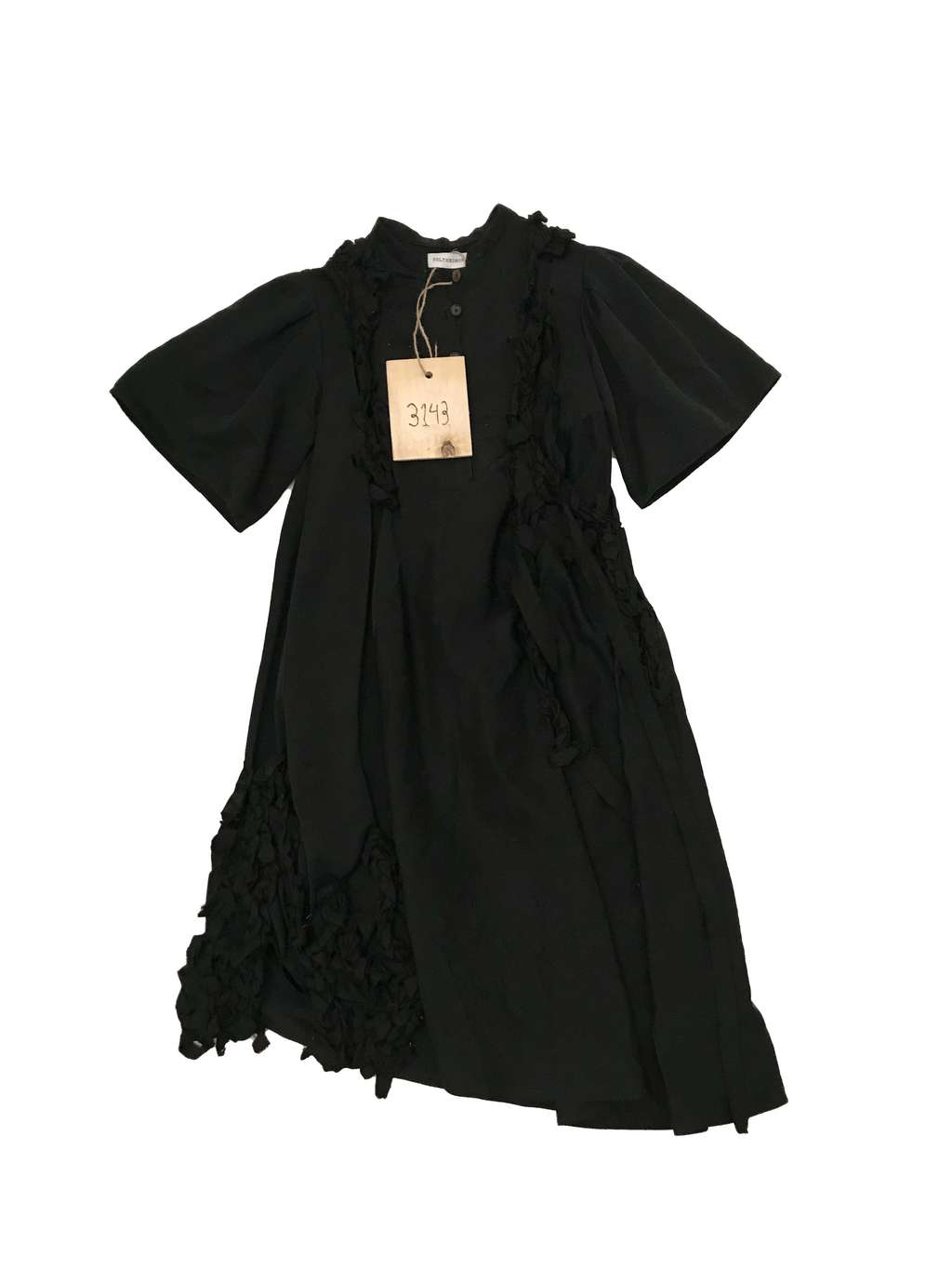 3143, Short sleeve black dress