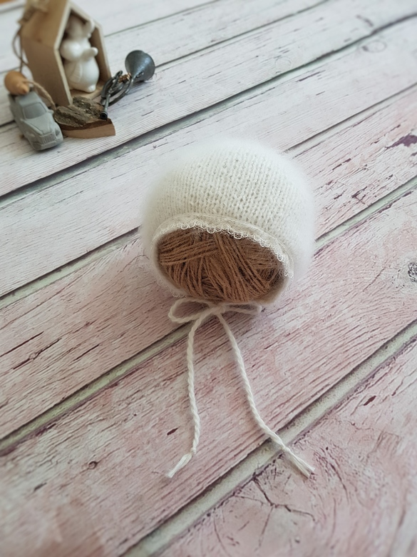 Hat with cord and lace