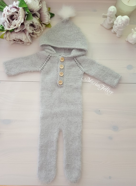 Overalls with hood long sleeves and closed long feet