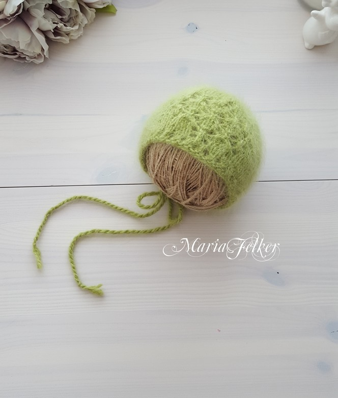 Hat with cord with pattern