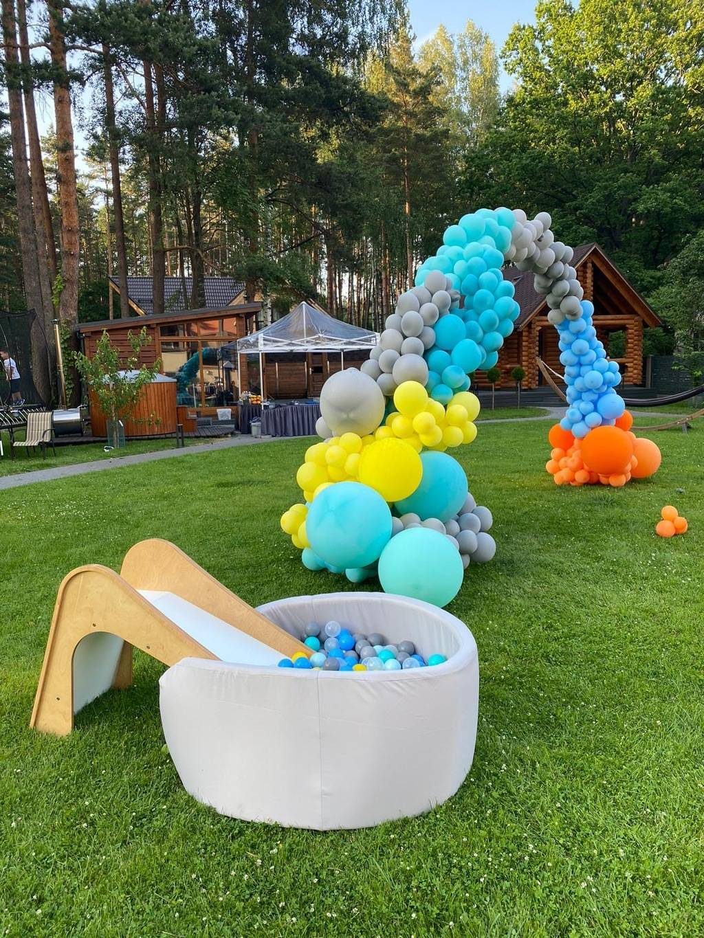 SLIDE + WATERPROOF ROUND BALLPIT FOR RENT
