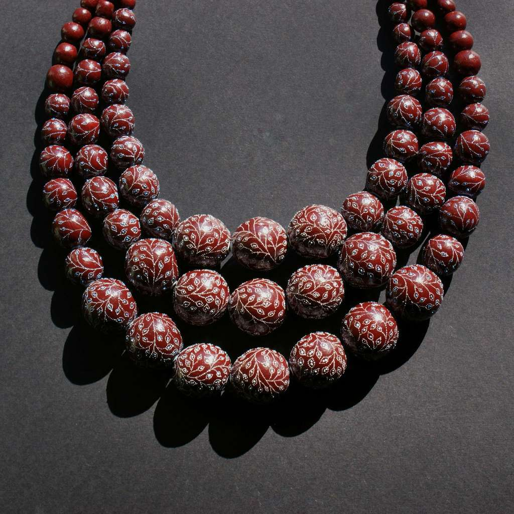 3-rows necklace. GARDEN. PLUMS
