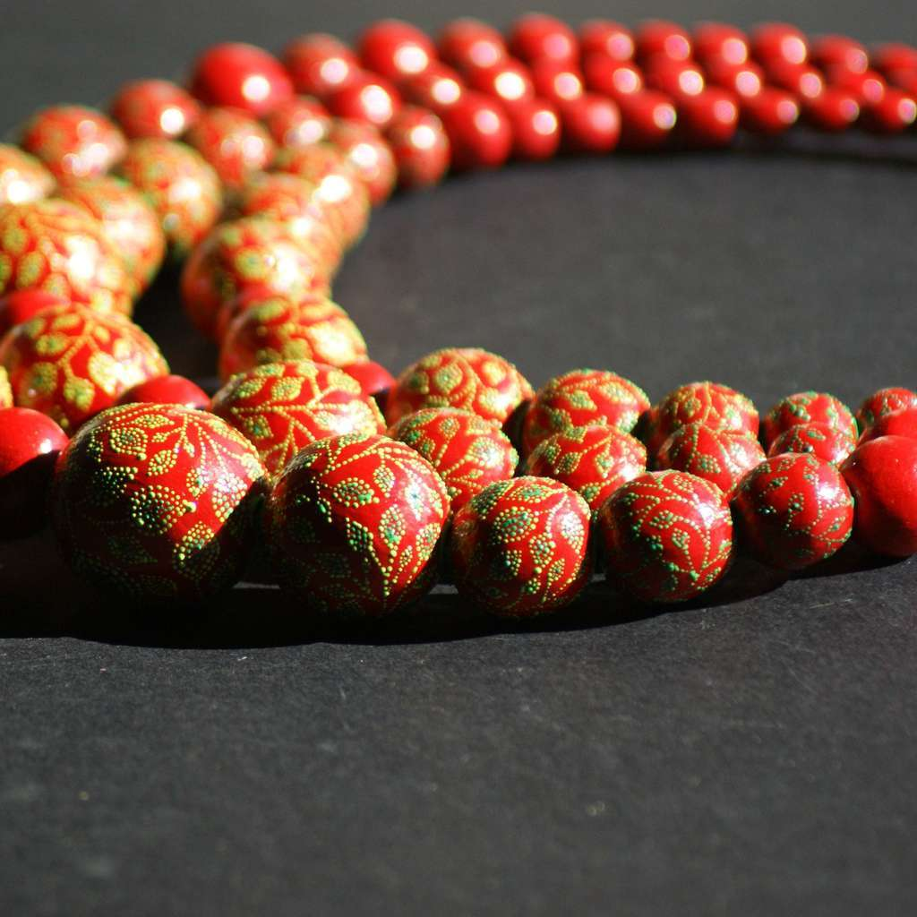 3-rows necklace. GARDEN. RED APPLE