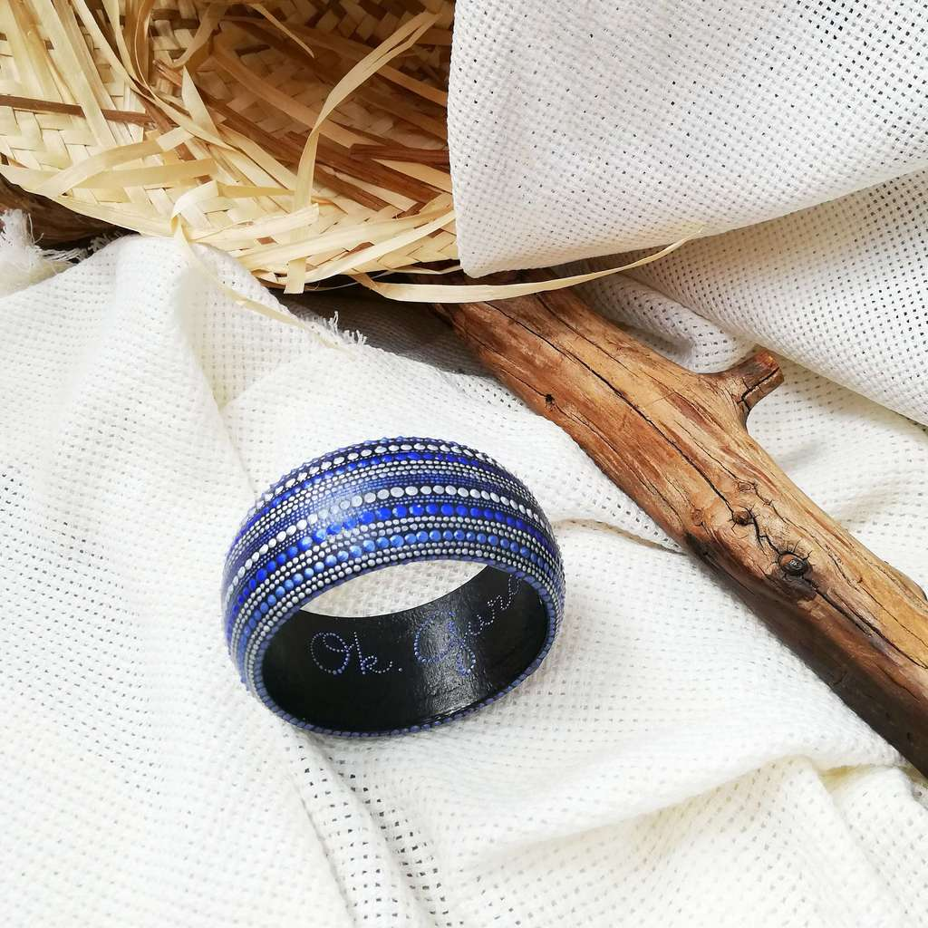 Medium bangle bracelet. LINE. BLUE METAL