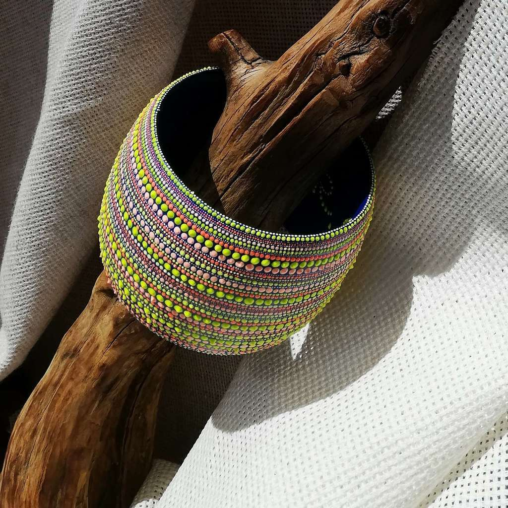 Wide bangle bracelet. LINE. FLUORESCENT
