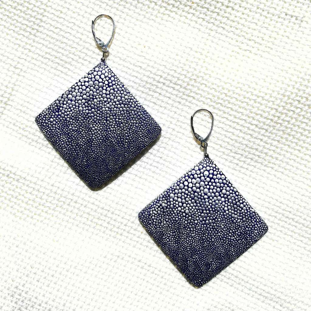 Big rhombus dangle earrings. GRADIENT. WHITE ON BLUE