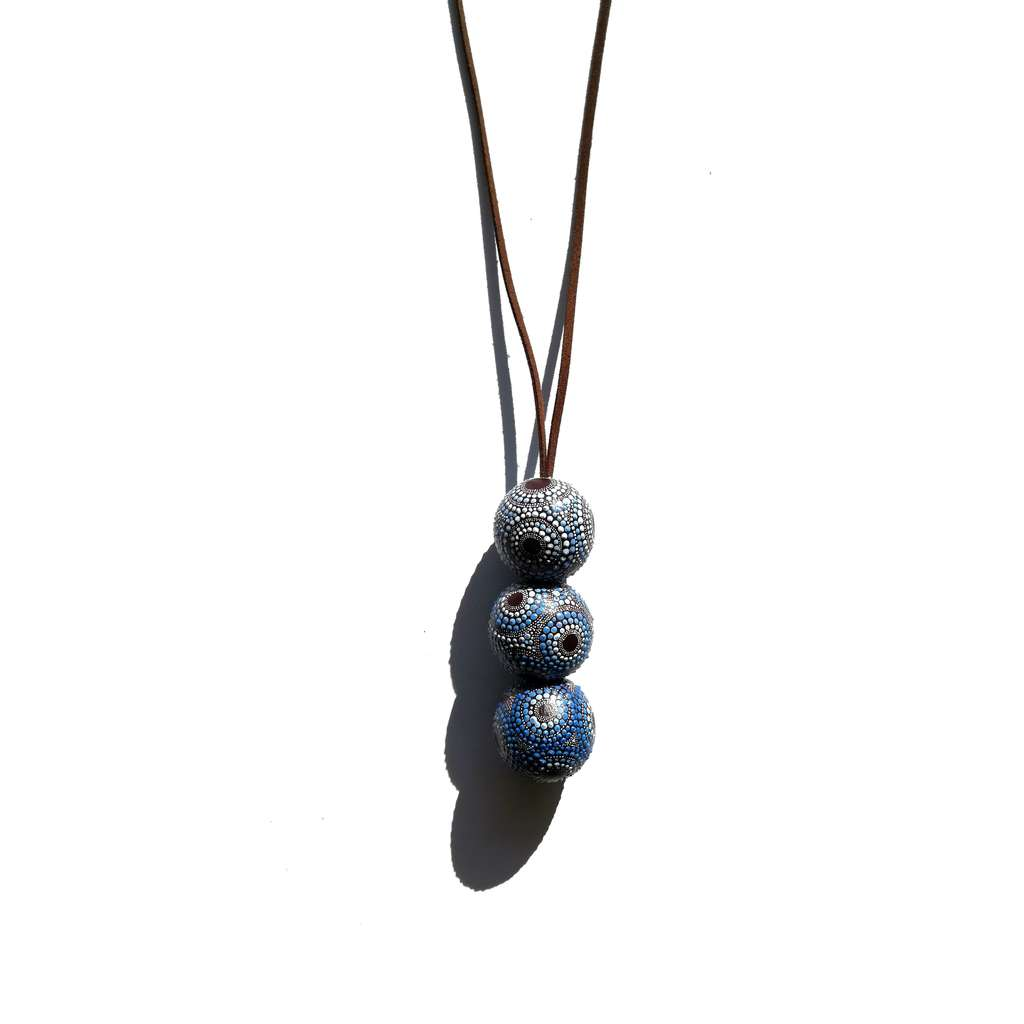 Long necklace with 3 beads. AROUND. PURPLE