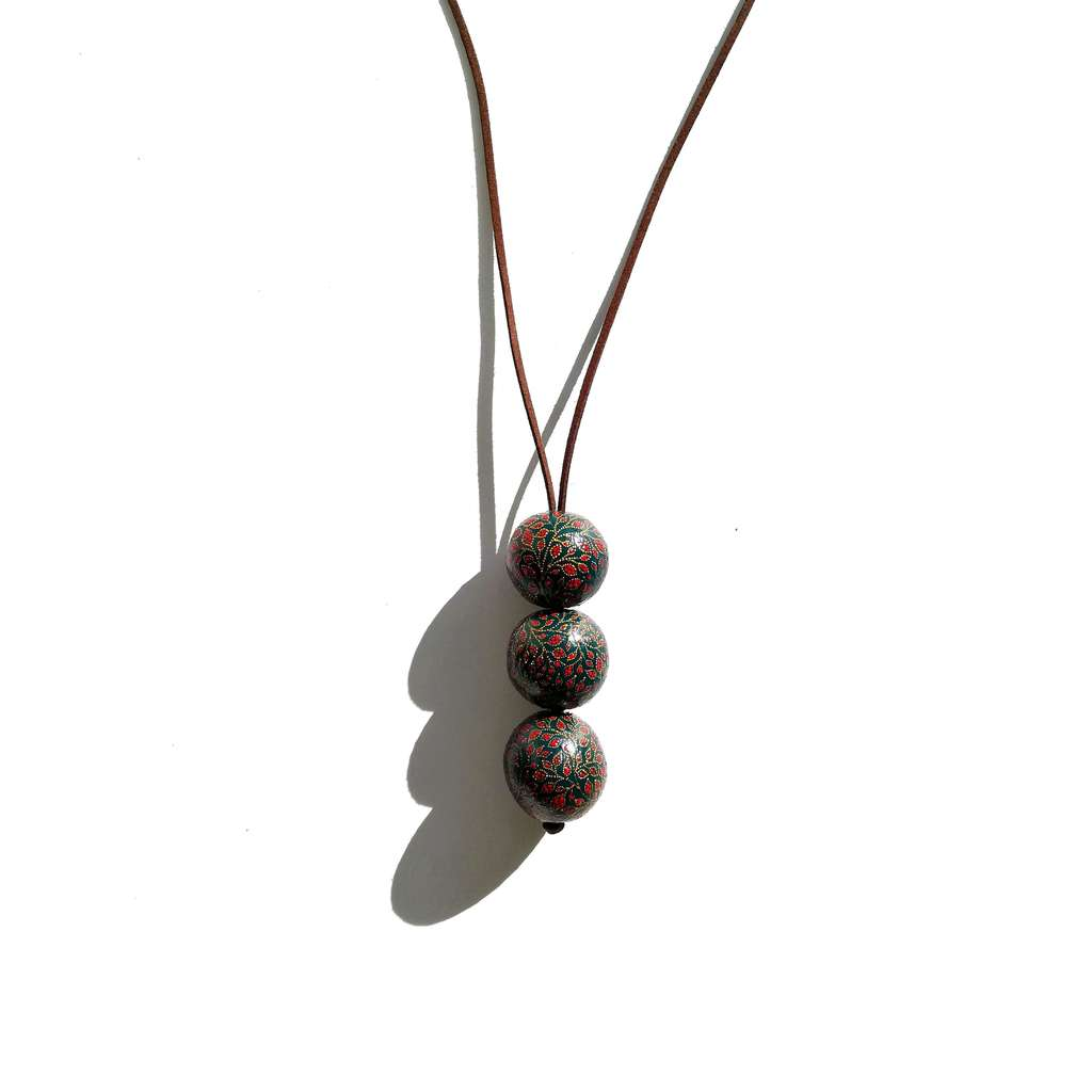 Long necklace with 3 beads. GARDEN. POMEGRANATE