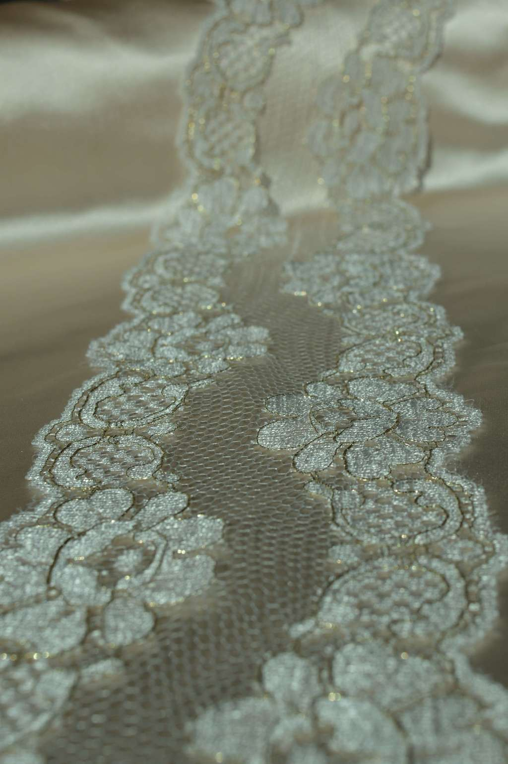 White/Gold Solstiss lace