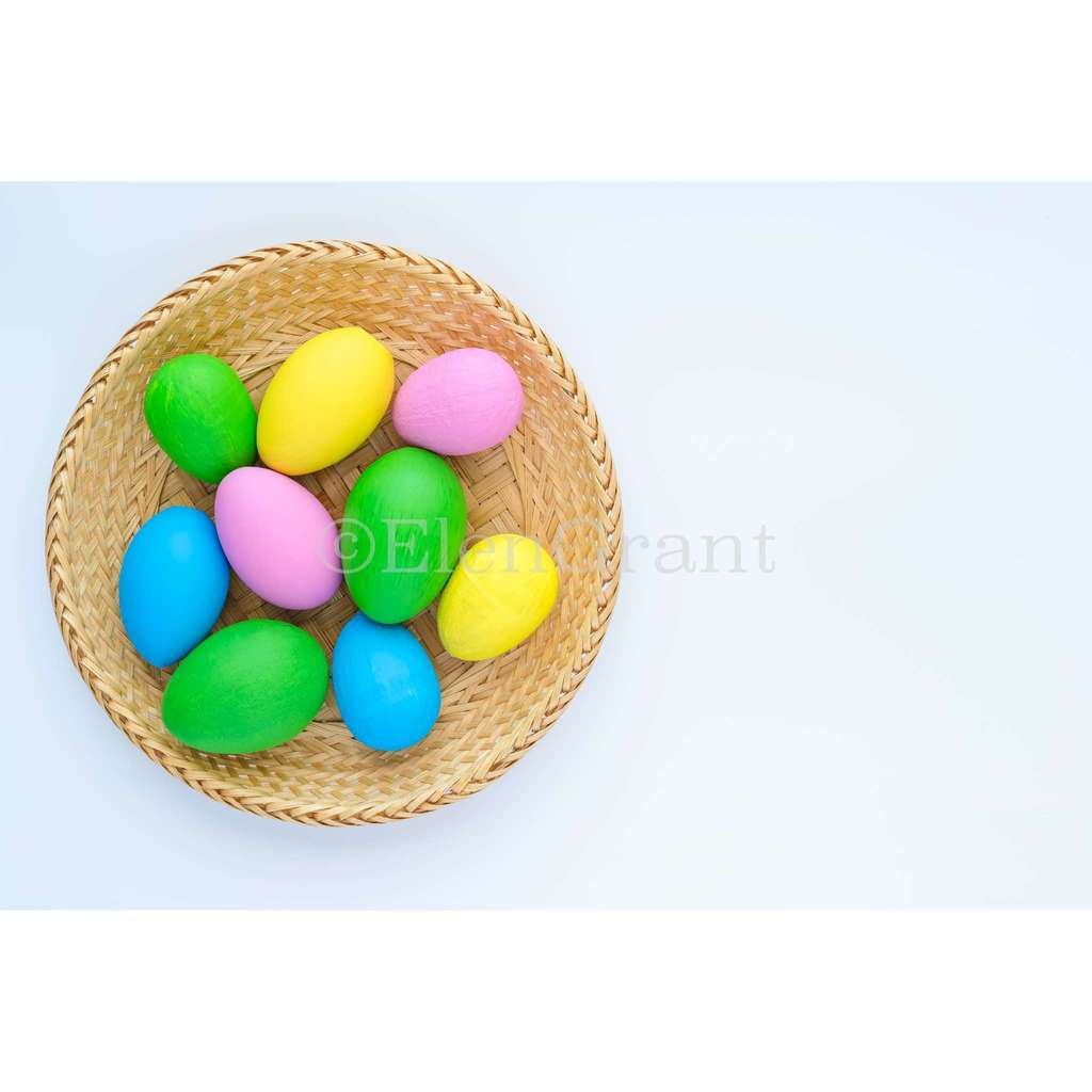 Coroful easter eggs isolated on the white  background