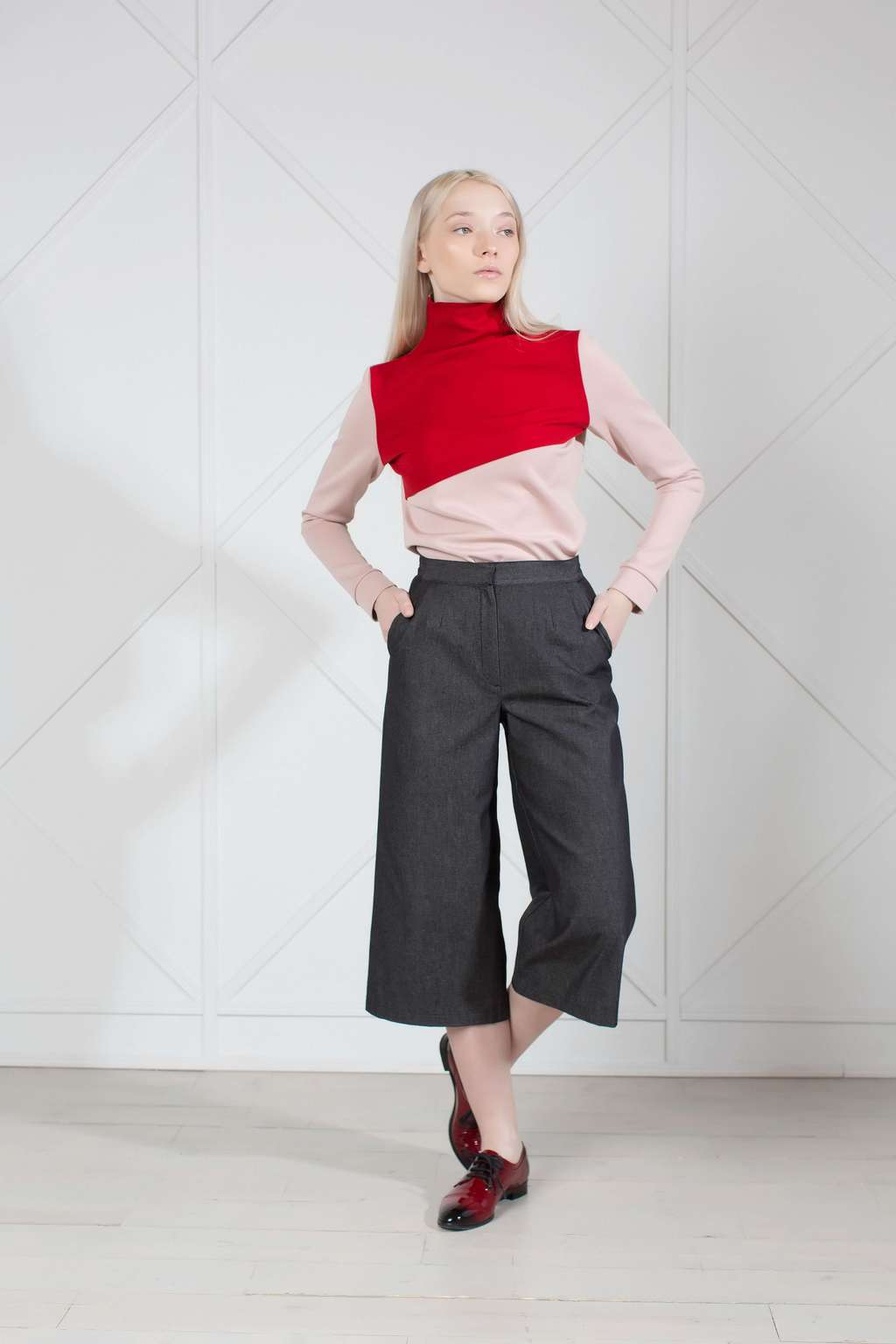 Two-tone color block knit turtleneck top