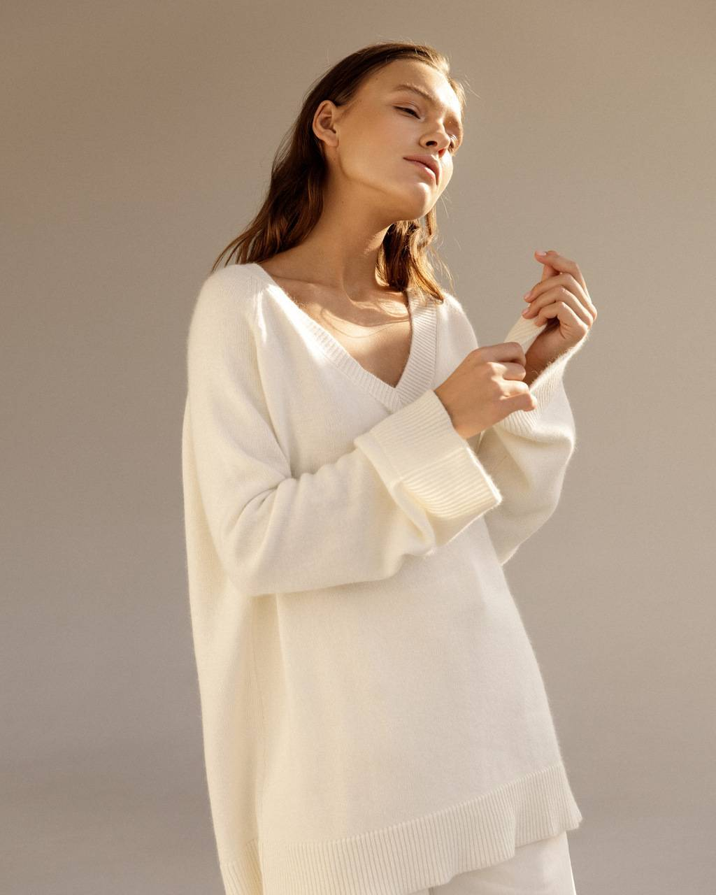 Extra soft cashmere V-neck jumper - 335 USD / 280  EUR