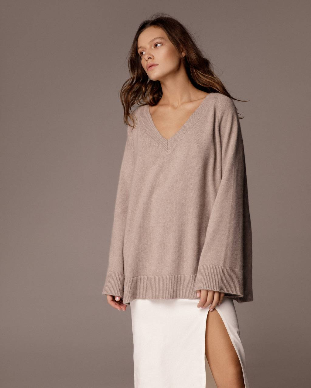 Extra soft cashmere V-neck jumper - 325 USD / 280  EUR