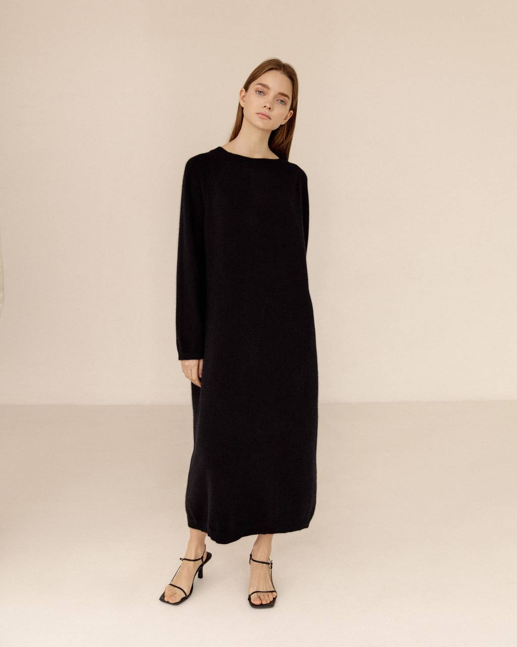 Oversize extra soft 100% cashmere dress- 470 USD / 390 EUR