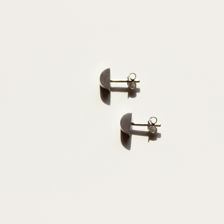 HALF DISK SMALL EARRING