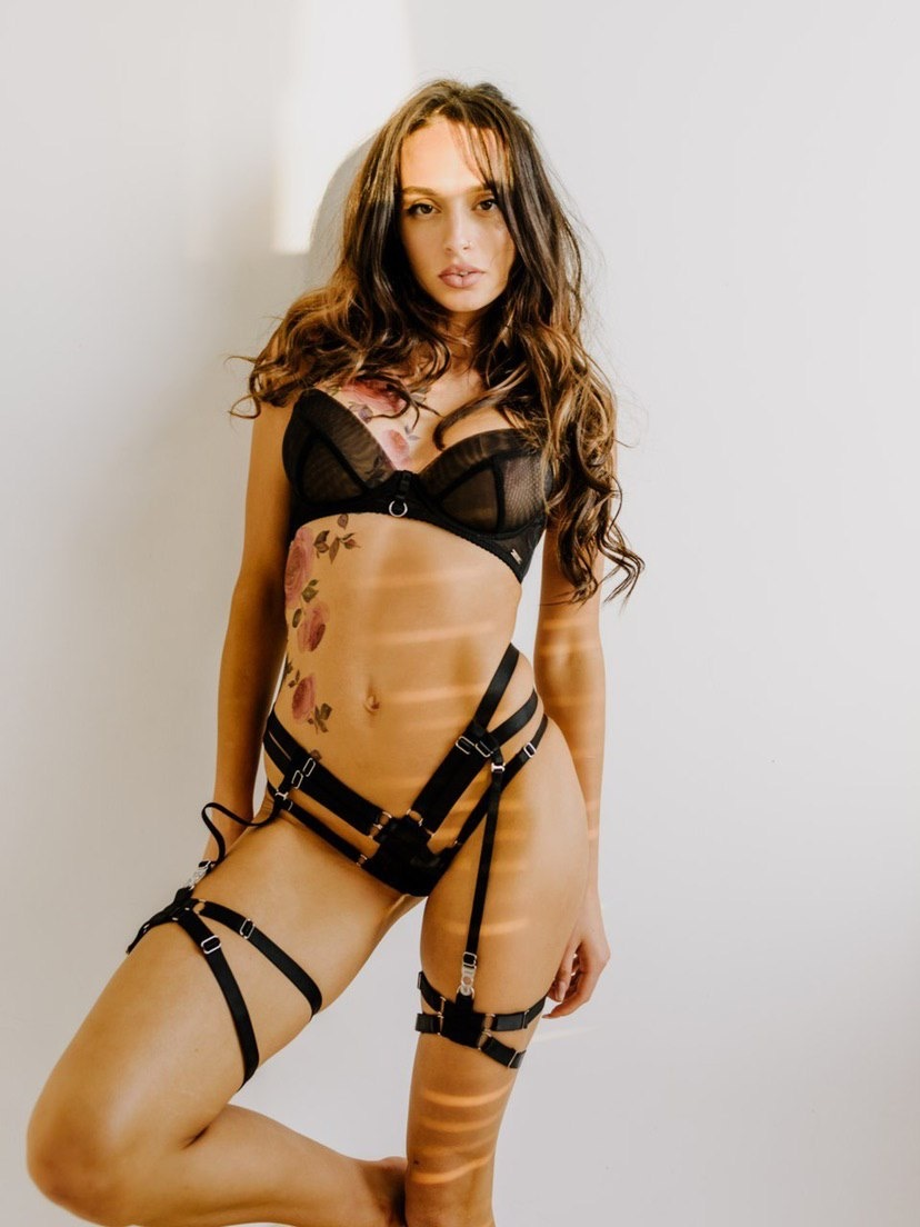 STRAPPY HARNESS lingerie set with 2 thigh garters